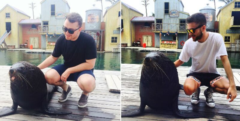 Sam y Jonathan se tomaron la foto del recuerdo con los leones marinos en Sea World Australia.