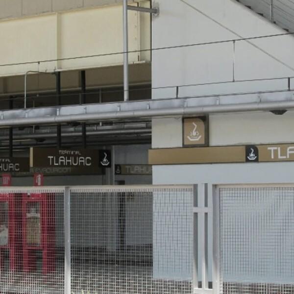 la estación Tláhuac cerrada