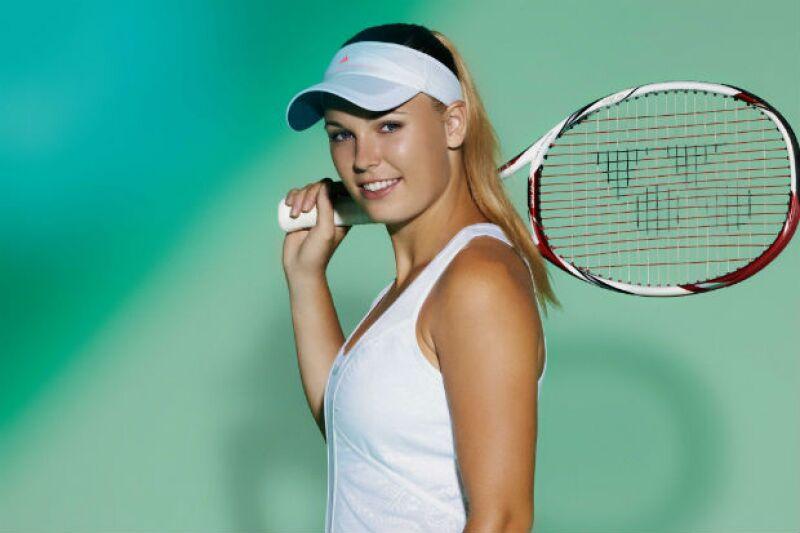 Caroline, sexy e inocente, pero una bomba en la cancha de tenis.