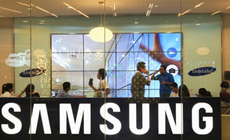 El primer juicio de Apple contra Samsung terminó a favor de la primera por una suma de 1,000 mdd. (Foto: Reuters)