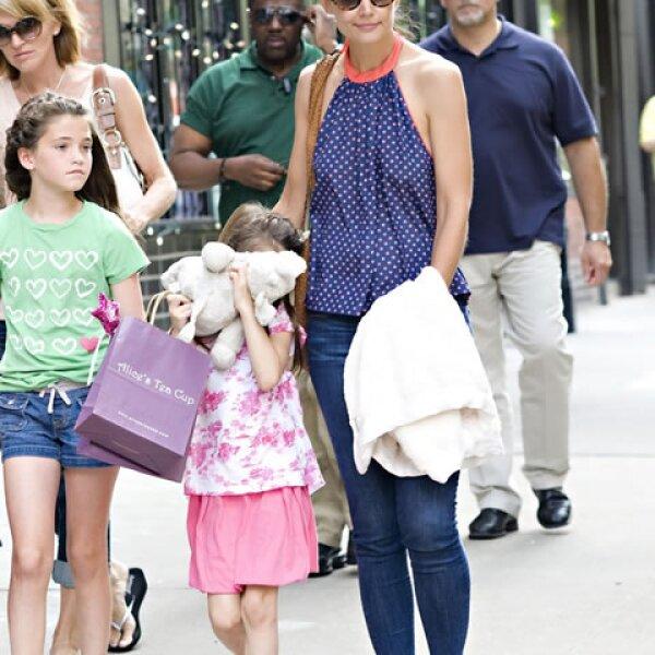 Desde muy pequeña, la primogénita de Katie Holmes mediante sus gestos ha dado el mensaje que no le gustan los paparazzi.