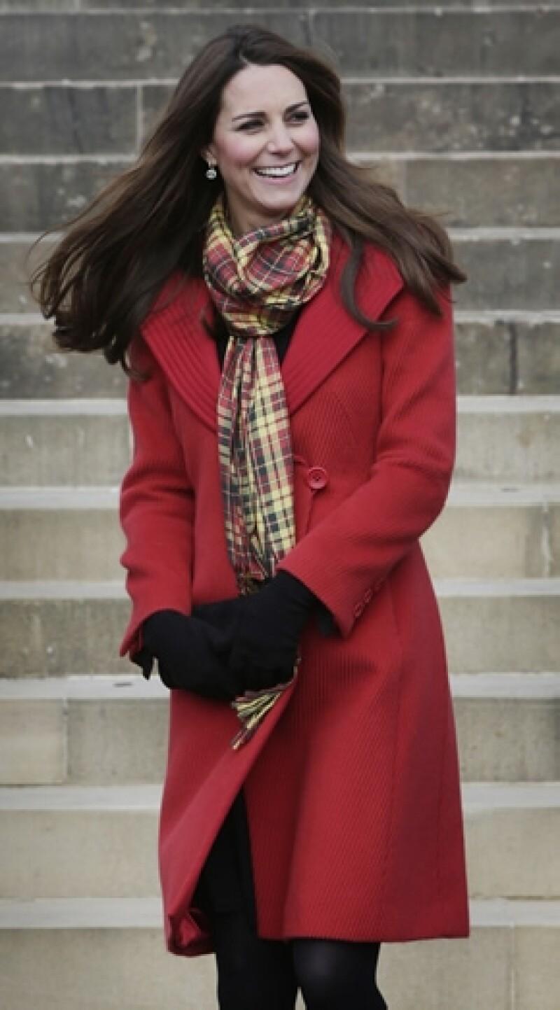 Kate lució un abrigo Armani, mismo que ya ha usado en otras ocasiones.