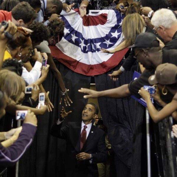 El senador Barack Obama, que aspira a convertirse en el primer presidente negro de Estados Unidos, visitó Florida, Carolina del Norte y cerrará su campaña con un mitin en Virginia. Aquí en Jacksonville, Florida.