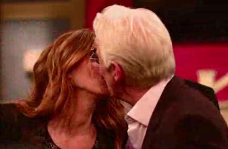 Después de anunciar de la manera más sorpresiva uno de los tan esperados reencuentros, los protagonistas de la película no pudieron evitar besarse.
