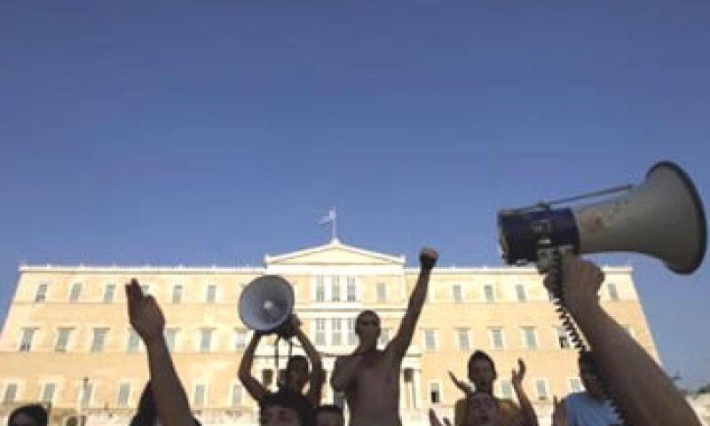 Los opositores anunciaron que seguirán con las protestas que desataron actos de violencia este miércoles. (Foto: Reuters)