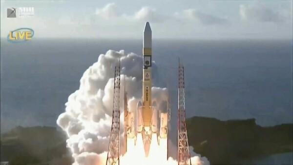 Arabia lanza su primera misión espacial hacia Marte desde Japón