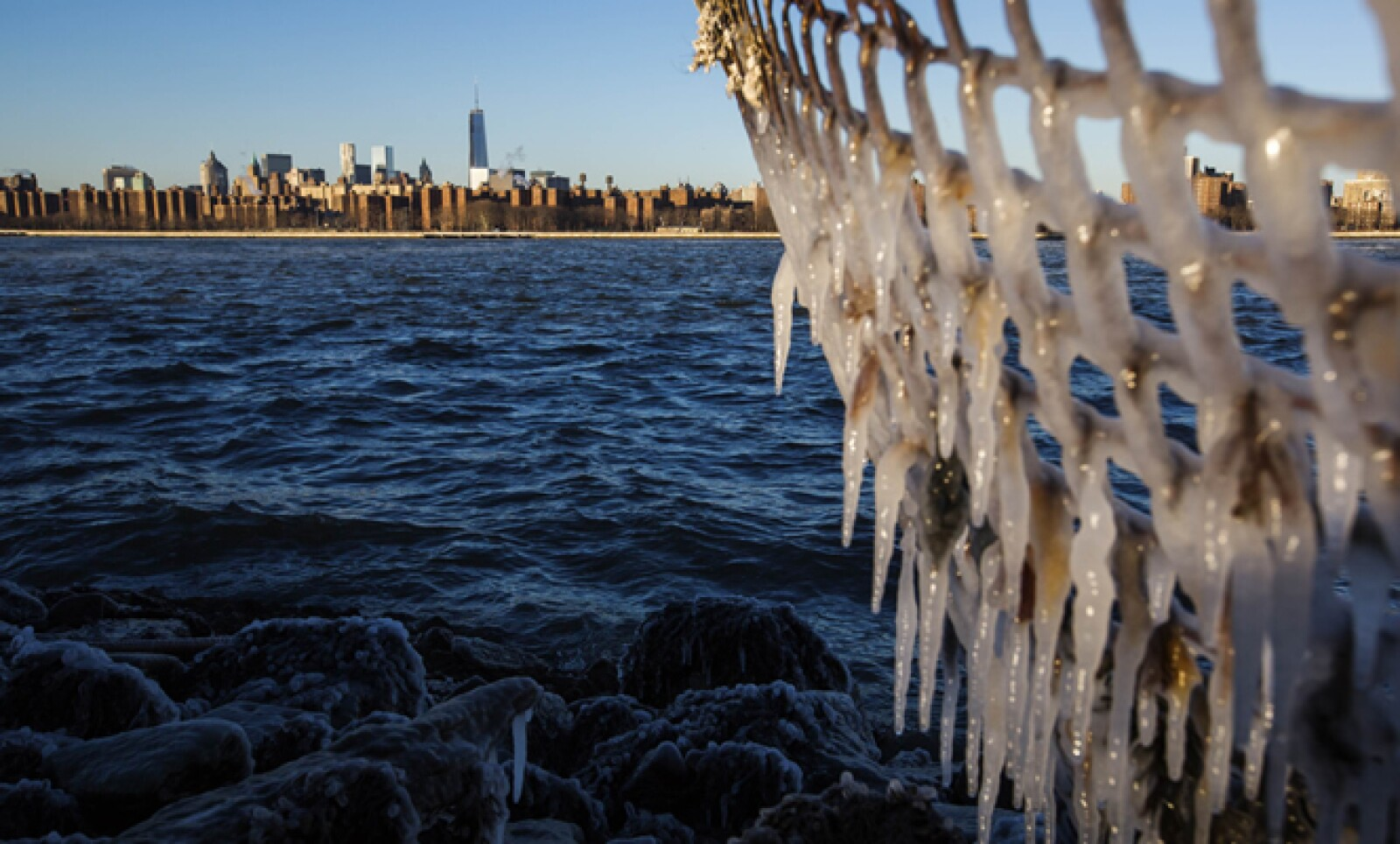 Las bajas temperaturas han causado la cancelación de 2,194 vuelos desde y hacia Estados Unidos.