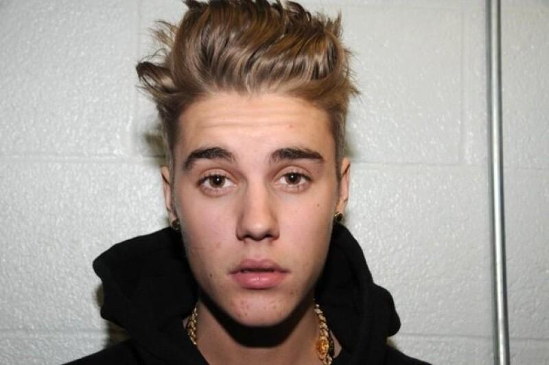 Justin Bieber alega haber estado sobrio a pesar de que todo indica lo contrario.