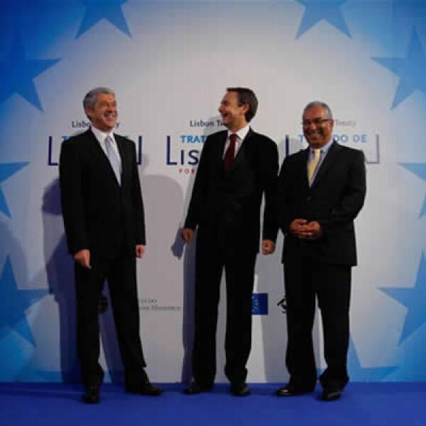 Tras una ceremonia en Lisboa, Portugal los 27 países miembros del Unión Europea celebraron la entrada en vigor del Tratado de Lisboa que lograr alcanzar tras años de negociaciones.