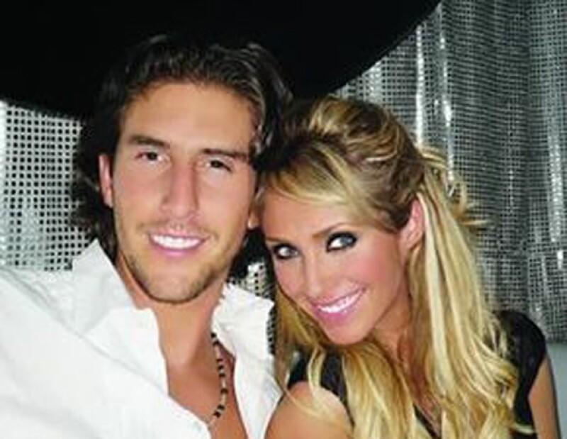 La pareja fue captada en varias ocasiones en los antros de Ruíz de Teresa.