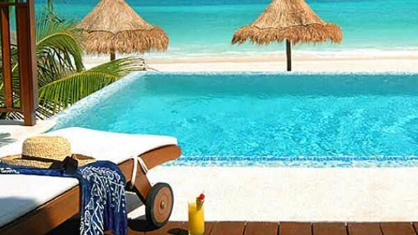 Fairmont Mayakoba está ubicado al sur de Cancún, en la costa del Caribe Mexicano conocida como Riviera Maya, a 40 minutos de la zona hotelera.