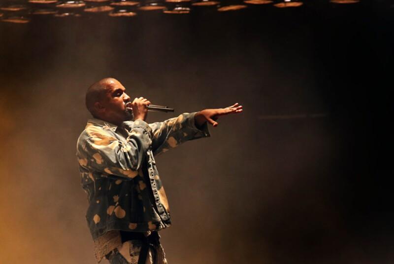 El rapero se presentó el pasado domingo en uno de los escenarios musicales más importantes del mundo realizado en Inglaterra, su show fue criticado en redes sociales.