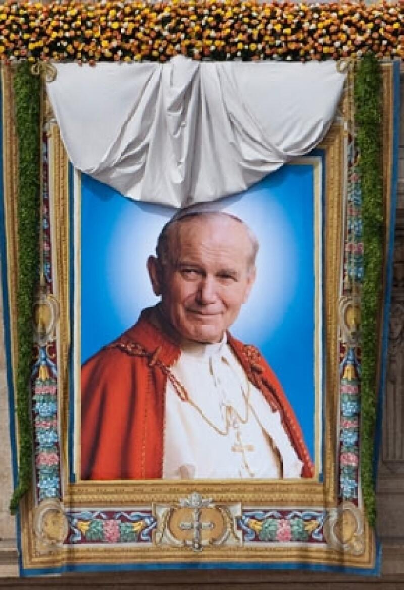 """""""Con nuestra autoridad apostólica, concedemos que el venerable Siervo de Dios Juan Pablo II, Papa, de ahora en adelante sea llamado beato"""", fueron las palabras del Papa Benedicto XVI."""