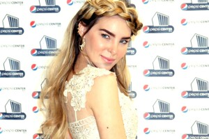 Según informa el periódico Reforma, la PGR ha pedido a un juez federal la captura de la cantante.