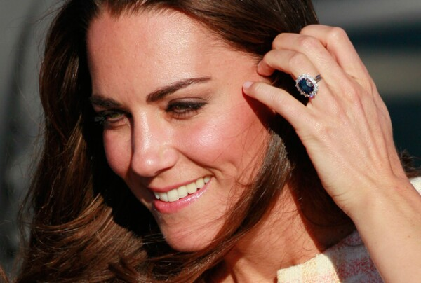 Kate porte toujours sa bague de fiançailles.