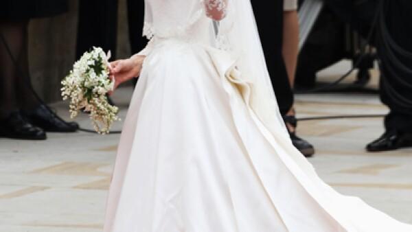 Kate Middleton lució un vestido diseñado por Sarah Burton para Alexander McQueen.