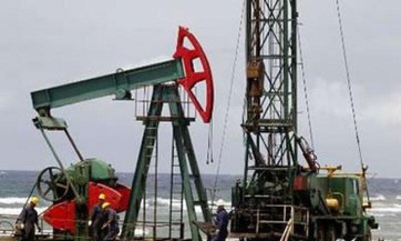 Barclays Capital afirma que las grandes petroleras siguen buscando proyectos en aguas profundas. (Foto: Reuters)