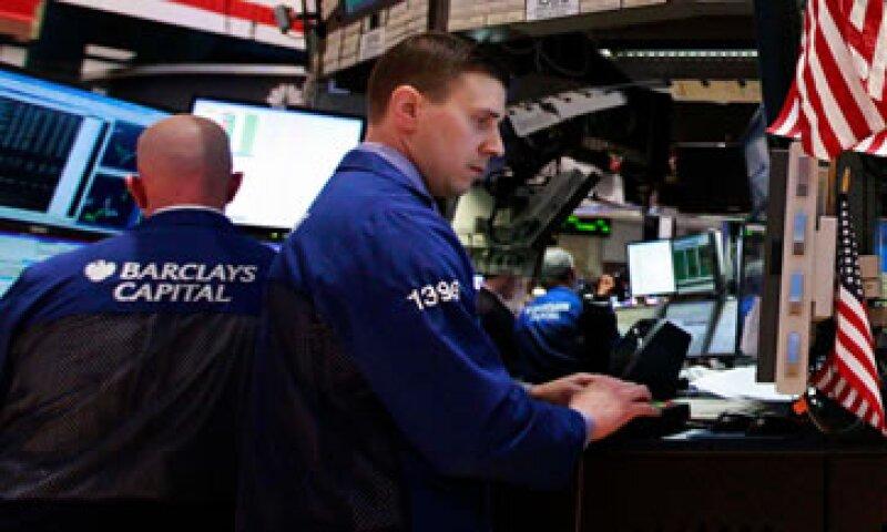 Las operaciones de alta frecuencia son acusadas de contribuir a la caída excesivamente rápida del 9% en el valor del mercado. (Foto: Reuters)