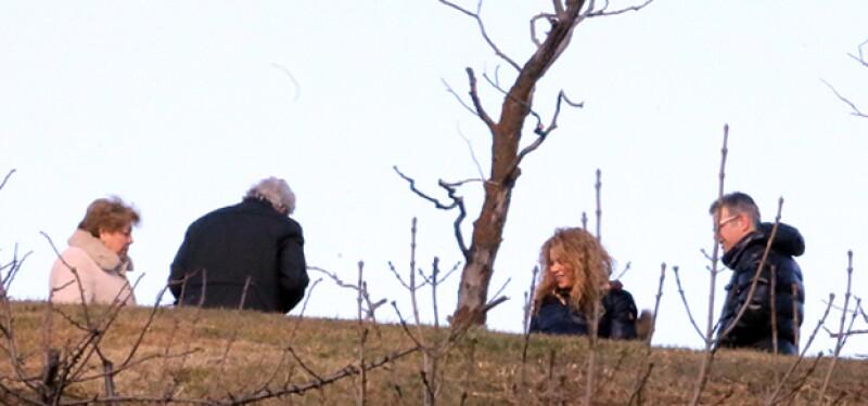 Tanto sus papás como el de Pique la acompañaron a dar un paseo con Milan.