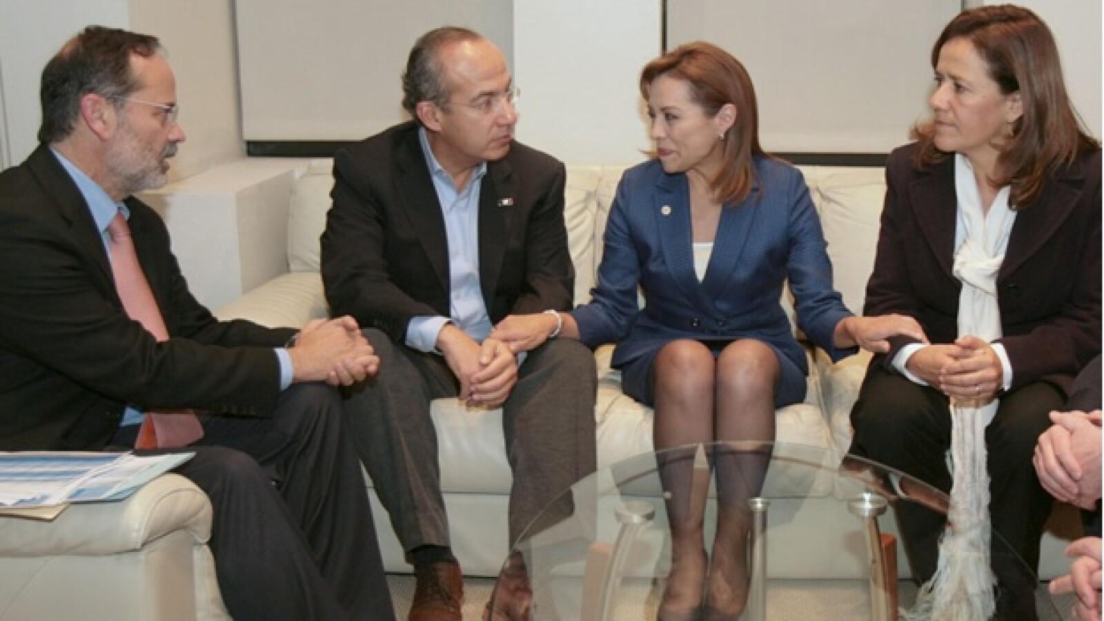 Calderon y Margarita felicitan a Vázquez Mota tras ganar eleccion interna
