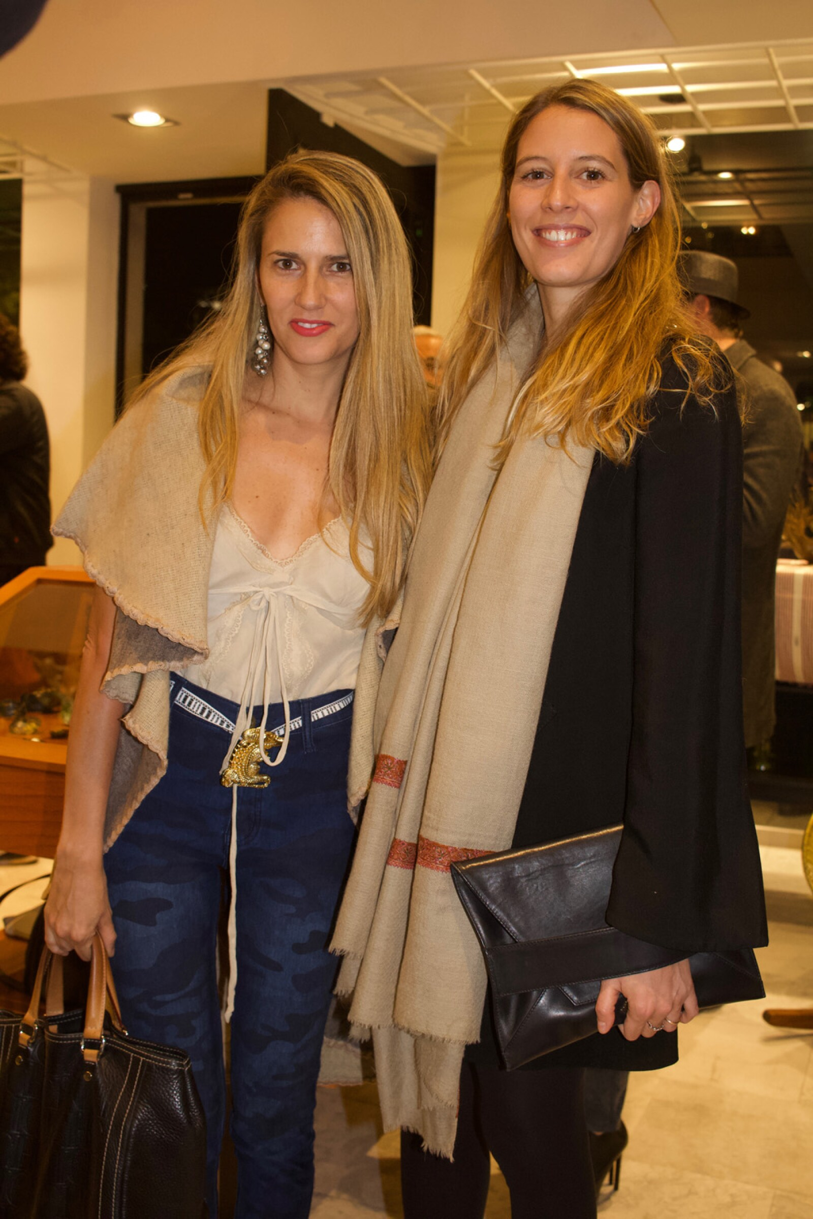 Bebeera Quaratesi y Daniela Quiñones de la maerca Shigra World.jpg