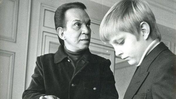 Cantinflas y su hijo.