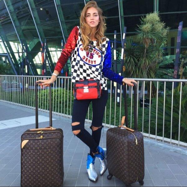Un trío de bolsas Louis Vuitton y unos botines Saint Laurent son las piezas clave que acompañaron a la blogger de Niza a Roma.