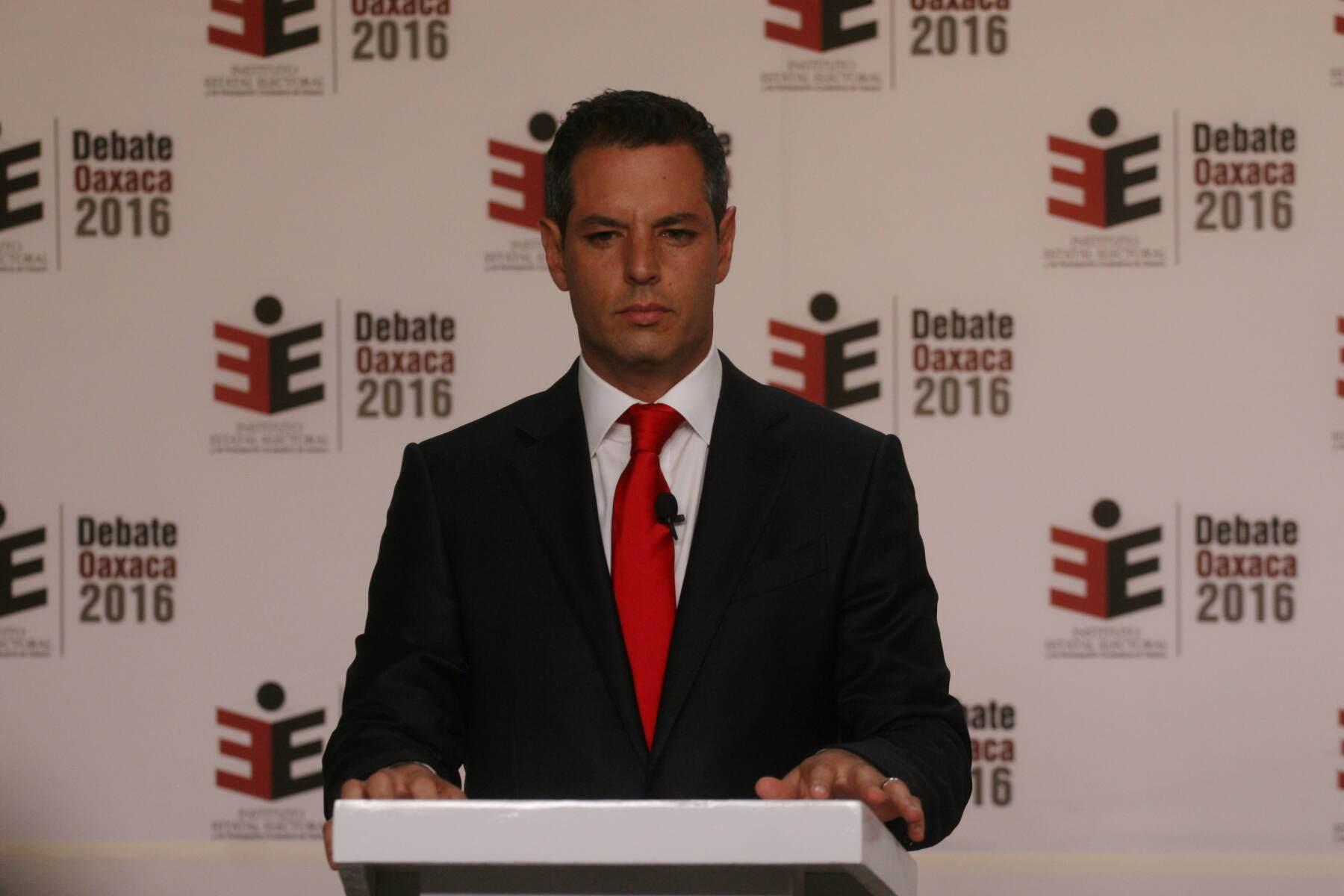 El candidato del PRI a gobernador de Oaxaca, Alejandro Murat, definió los tres ejes de atención primaria, en caso de obtener el cargo.
