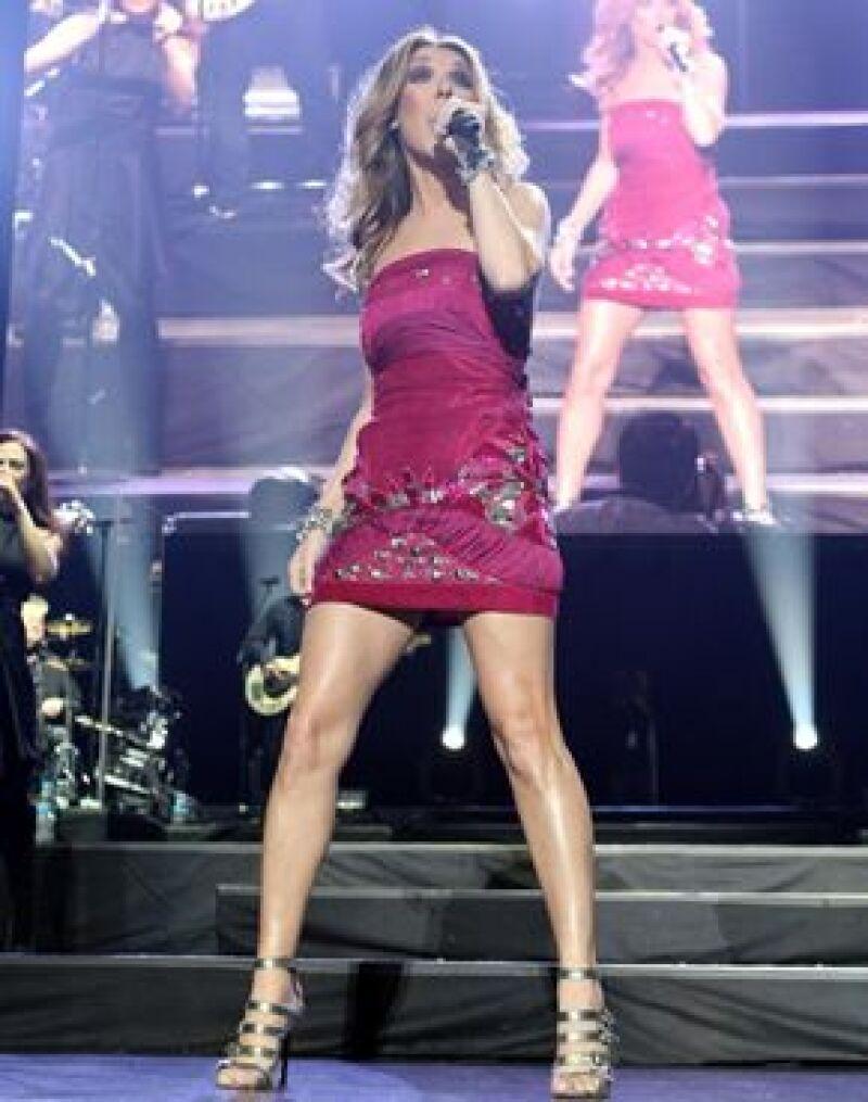 La cantante se presentó anoche en el Palacio de los Deportes ante miles de personas.