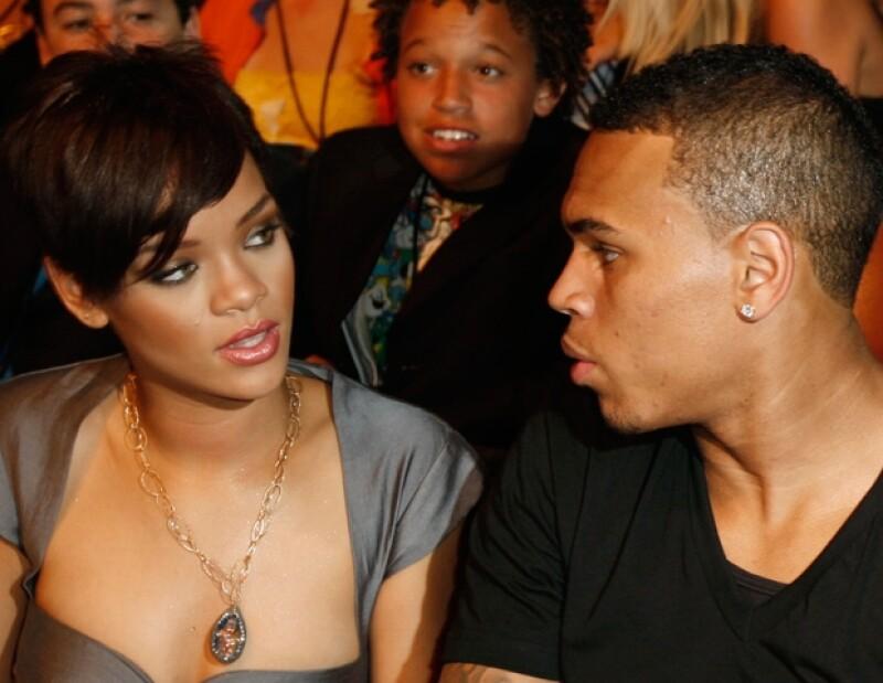 El lunes los cantantes estrenaron dos temas que tomaron el uno del otro, decisión que ha causado polémica a tres años de que Rihanna fuera agredida por el rapero.