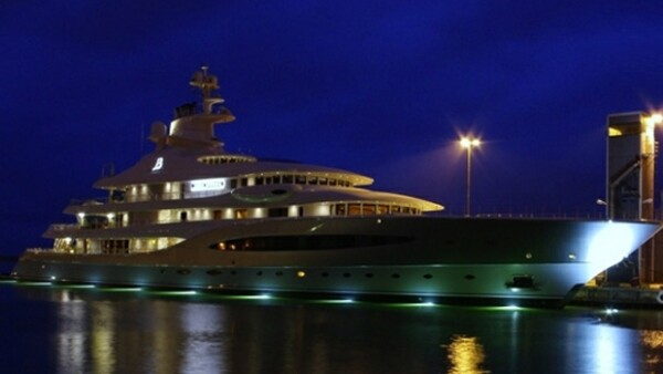 El impactante y lujoso yate del empresario es uno de los más grandes del mundo.