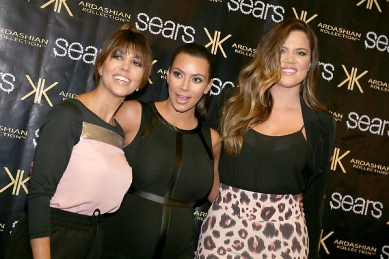 Kourtney, Kim y Khloé tienen una línea de ropa y cosméticos. Ambas valuadas en millones de dólares.