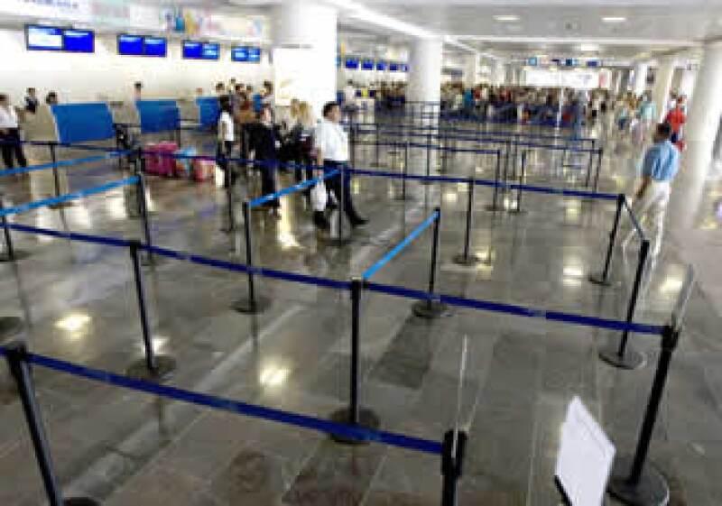 Los aeropuertos de Asur se vieron afectados por la contingencia sanitaria.  (Foto: Archivo NTX)