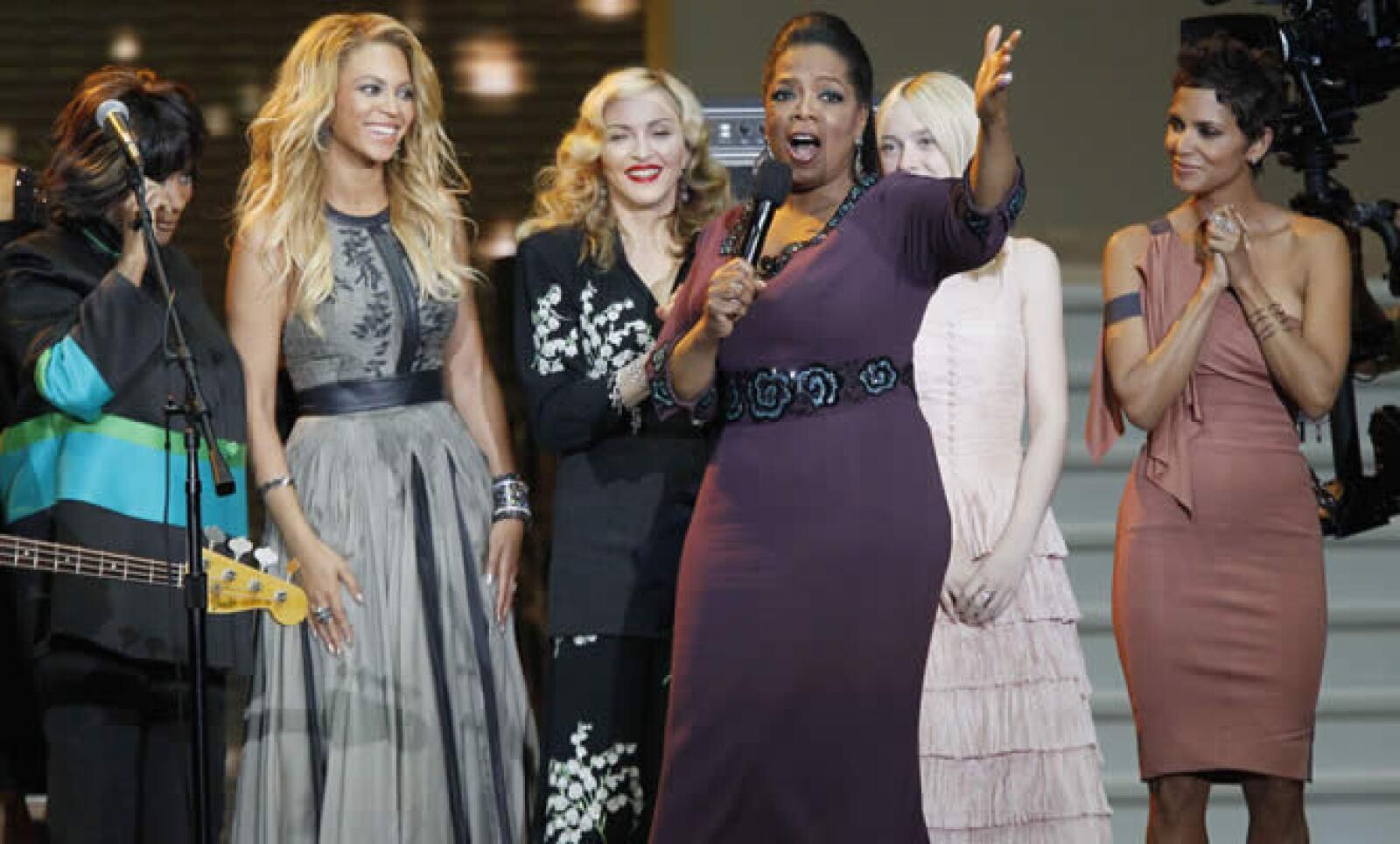 En la foto vemos a Patti LaBelle, Beyoncé, Madonna, Dakota Fanning y Hale Berry. Juntas han logrado más de 430 millones de copias de discos vendidos y apariciones en más de 70 películas.