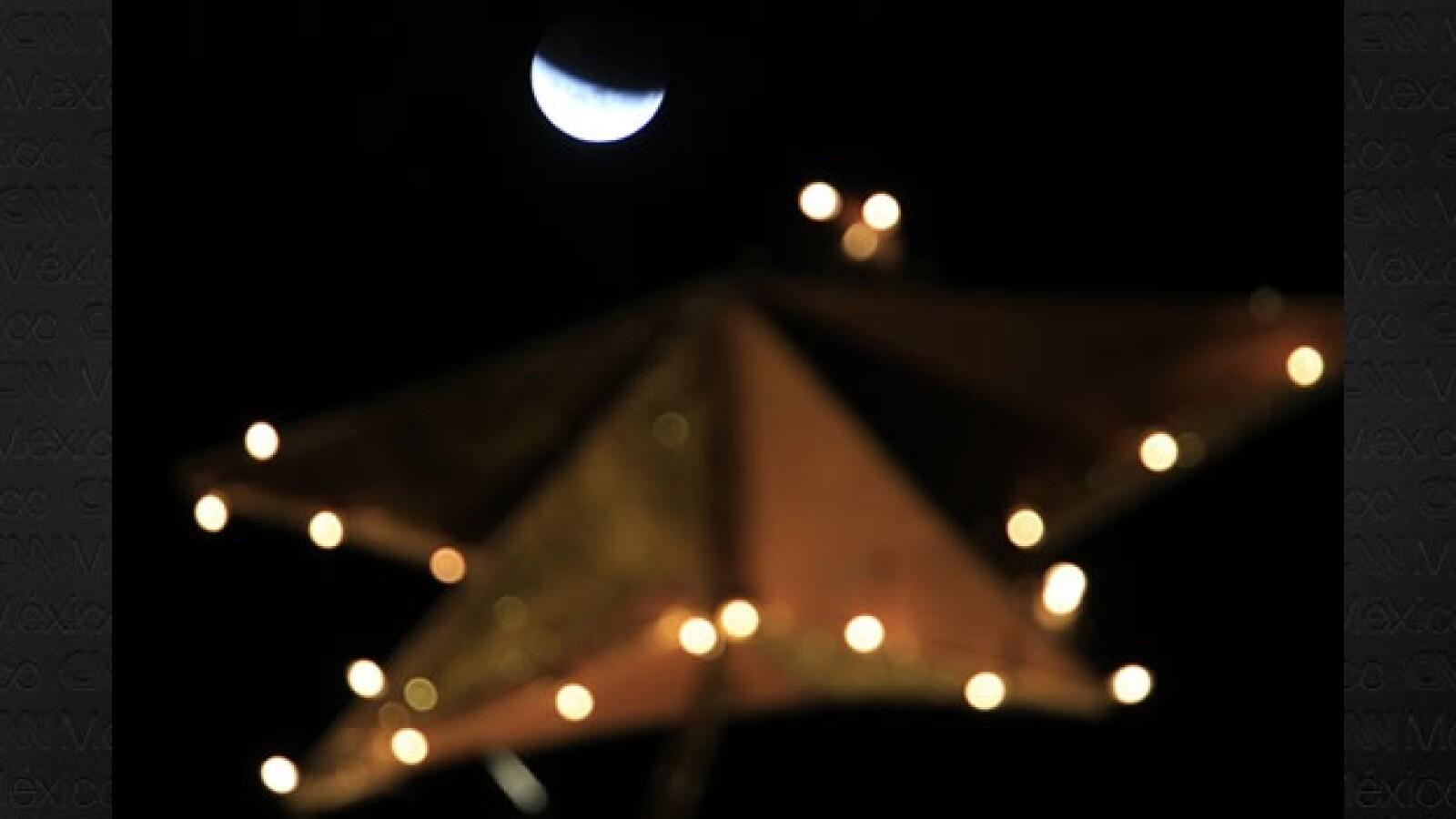 Un eclipse total de luna se aprecia desde San José