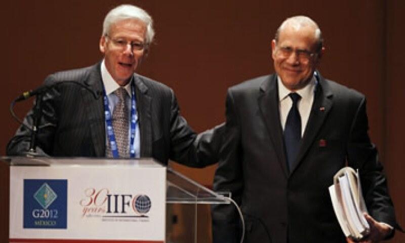 Charles Dallara (izq), jefe del IIF, junto a José Ángel Gurría, durante el inicio de los trabajos del seminario del G20 de este sábado.  (Foto: Reuters)
