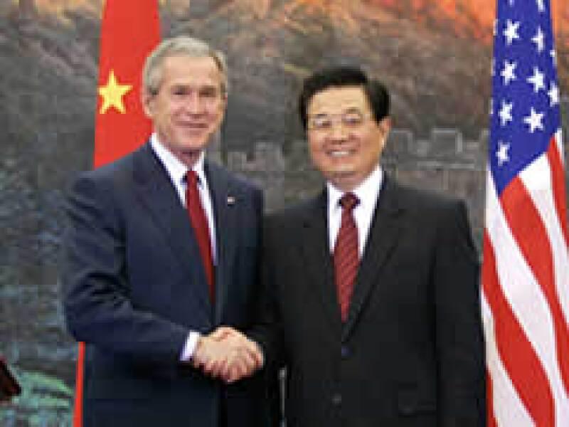 Los mandatarios Bush y Jintao estrechan lazos entre las naciones. (Foto: Reuters)