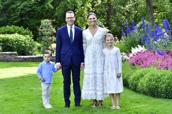 Oscar, Daniel Westling, Victoria de Suecia y Estelle
