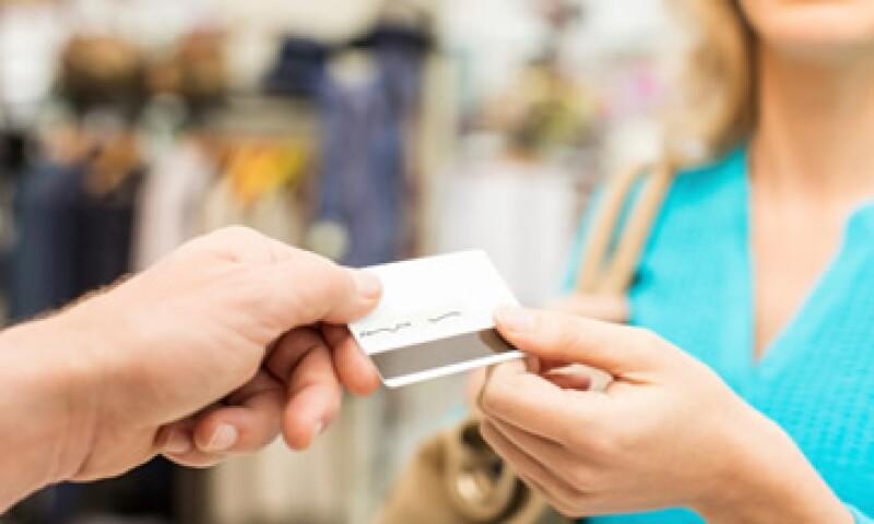 El crédito renovable, que mide principalmente el uso de tarjetas de crédito, subió en 457.80 mdd. (Foto: Getty Images)