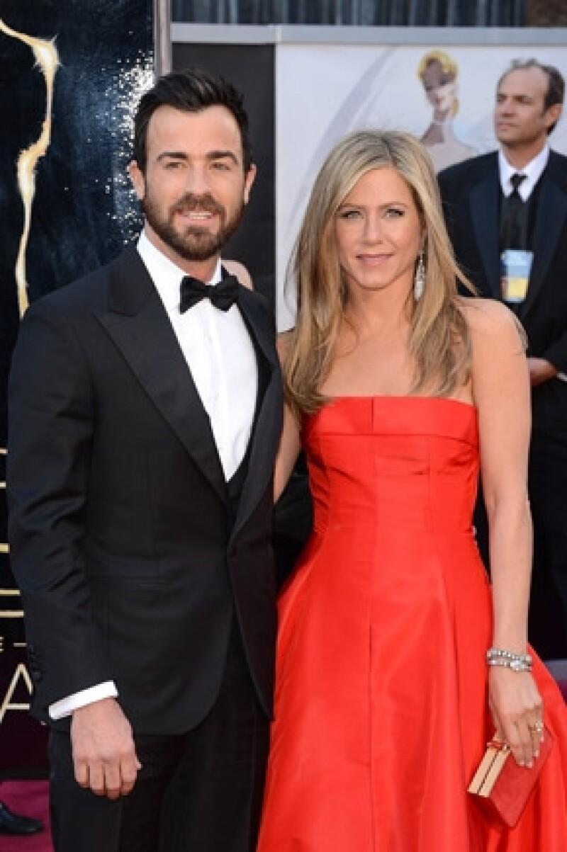 Contrario a su boda con Brad Pitt, la actriz prefiere una ceremonia pequeña y con amigos cercanos, así podrá disfrutar su fiesta.
