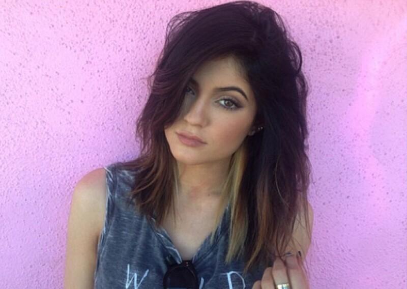 Hace una semana Kylie publicó esta imagen en Instagram en la que preumía su corte de pelo y ya era notorio el tinte en su pelo.
