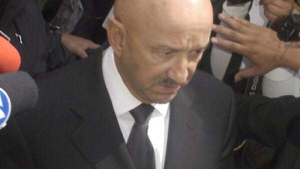 El ex presidente de México, Carlos Salinas de Gortari, a su llegada al funeral de Miguel de la Madrid.