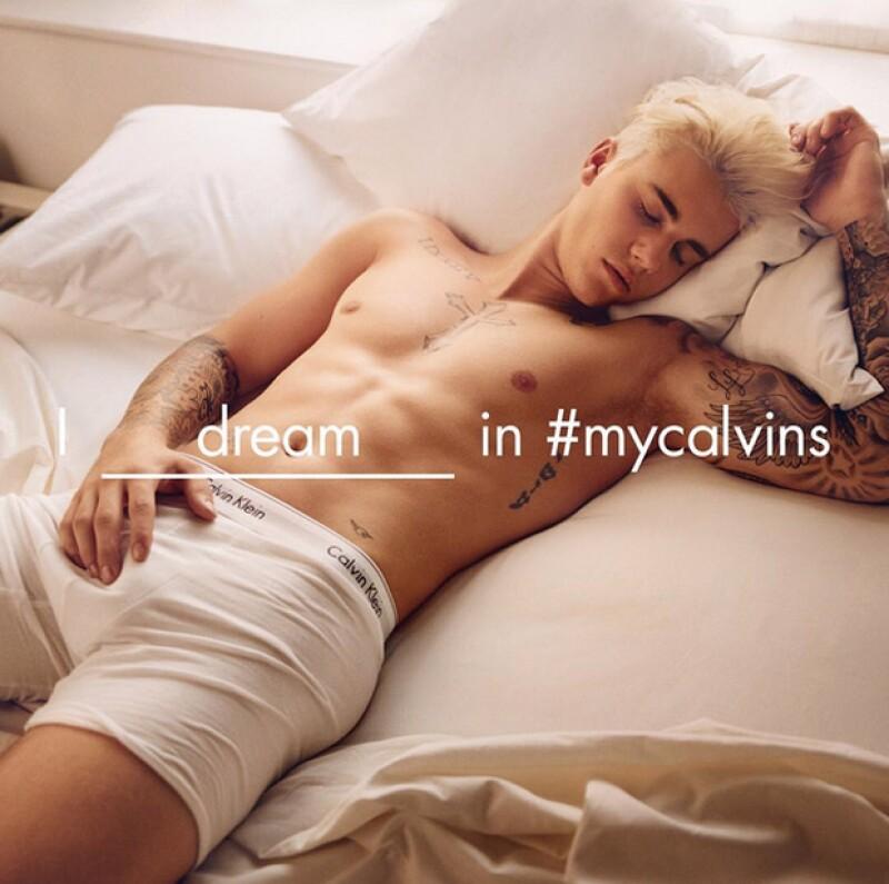El cantante y la modelo aparecen en una serie de imágenes para la marca, en las que su sexytud es la principal protagonista.