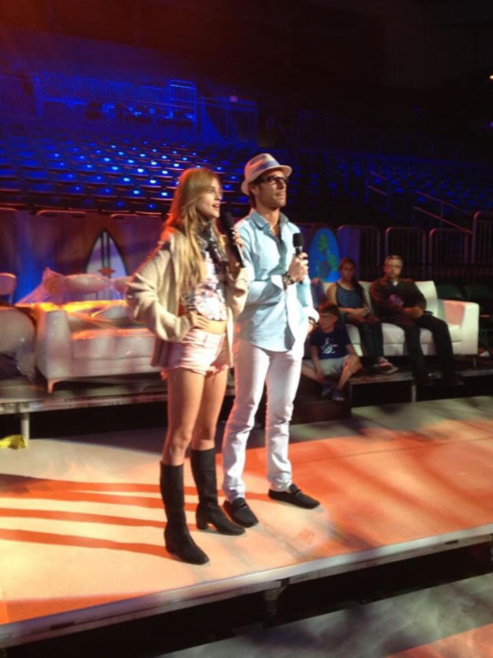 Una de las parejas favoritas de la televisión, Eiza y Sebastián practicando.