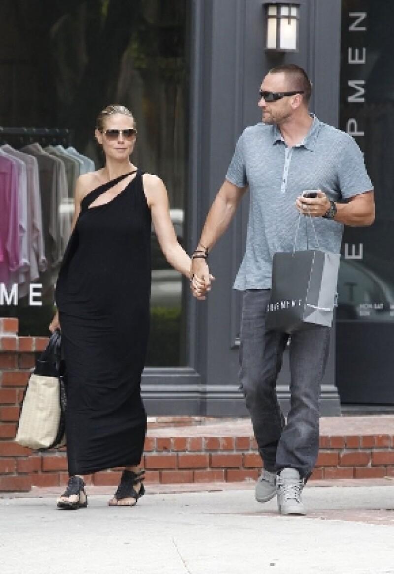 La modelo negó que estuviera comprometida con su novio y guardaespaldas Matin Kristen, pero sí dejó en claro que está muy feliz con su relación.