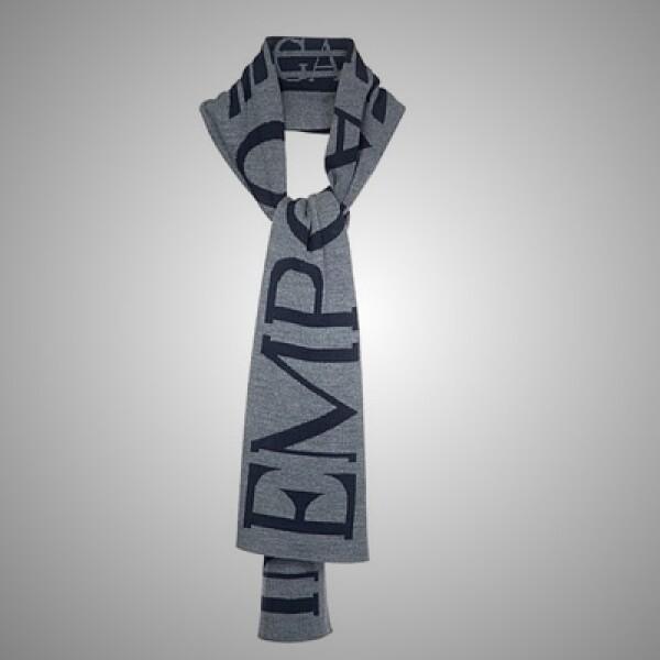 3.Bufanda fabricada en algodón y con tonos claros, lista para mantenerte abrigado durante las gélidas mañanas.