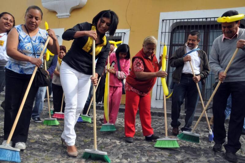"""La abanderada del PRD enfocó el arranque en la capital donde busca """"limpiarla"""" de la corrupción."""