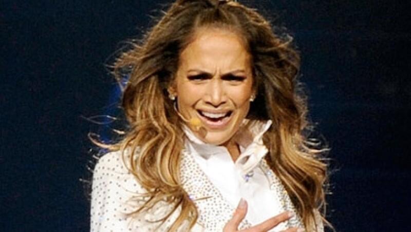Jennifer Lopez lloró durante su presentación en Connecticut.