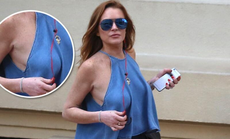 Durante una salida casual, la actriz y cantante decidió no usar bra por lo que algo anormal sucedió en sus atributos.