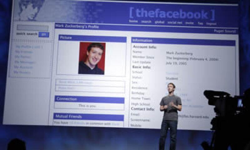 Facebook tiene poco más de 750 millones de usuarios registrados, mientras que Google posee poco más de 65% de participación dentro del mercado de buscadores. (Foto: AP)